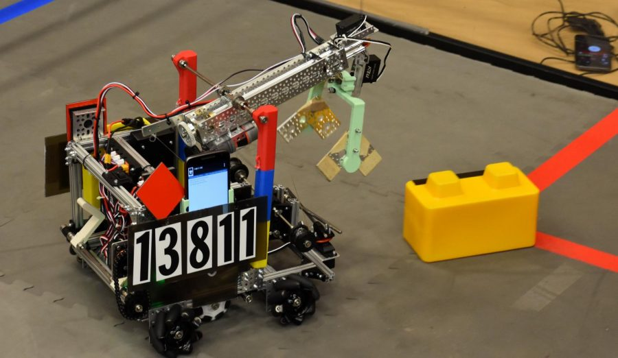 Aledo hosts qualifier robotics tournament